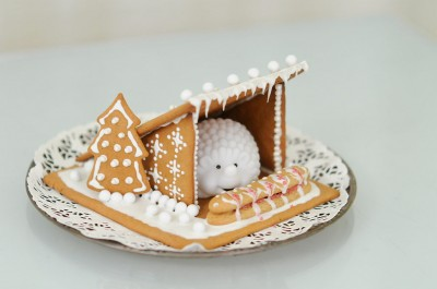 Gingerbread Lean-To and Happy Holidays!