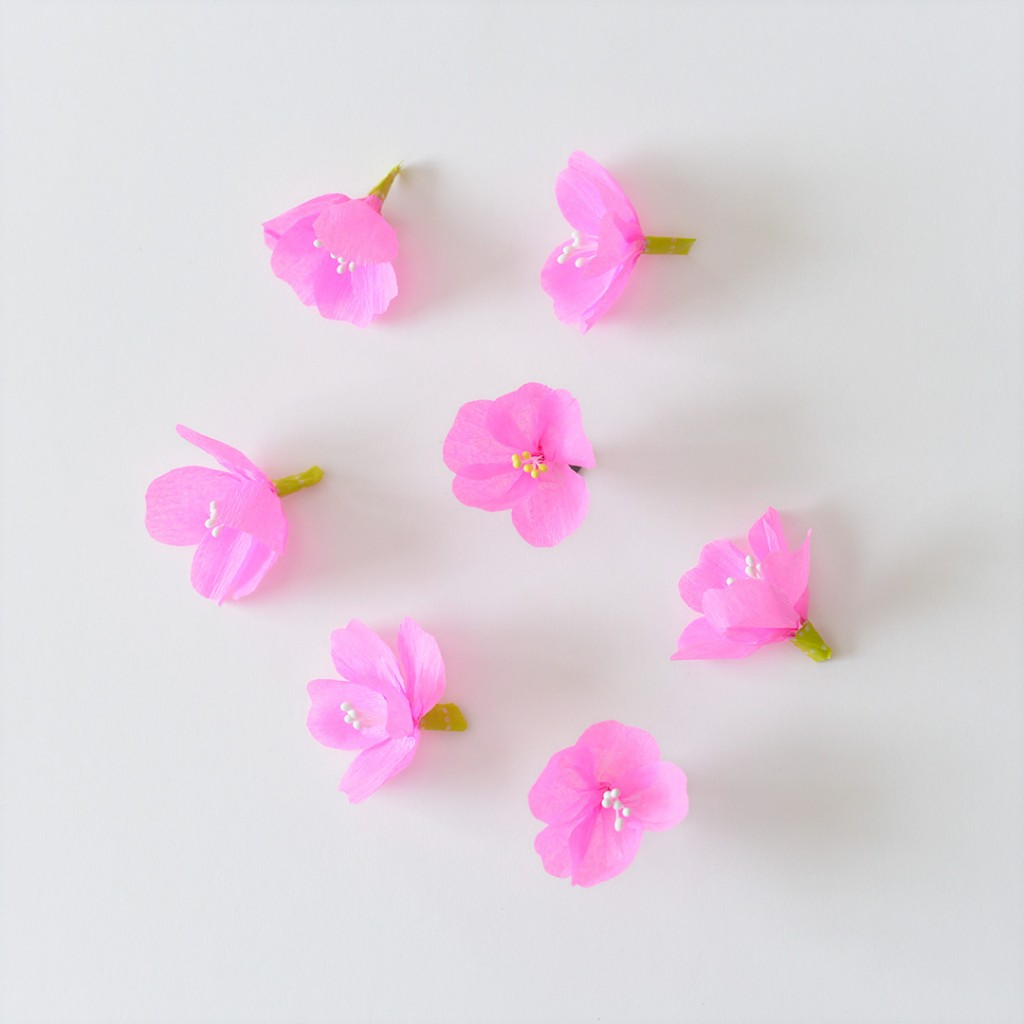 Askartele helpot kirsikankukat kreppipaperista