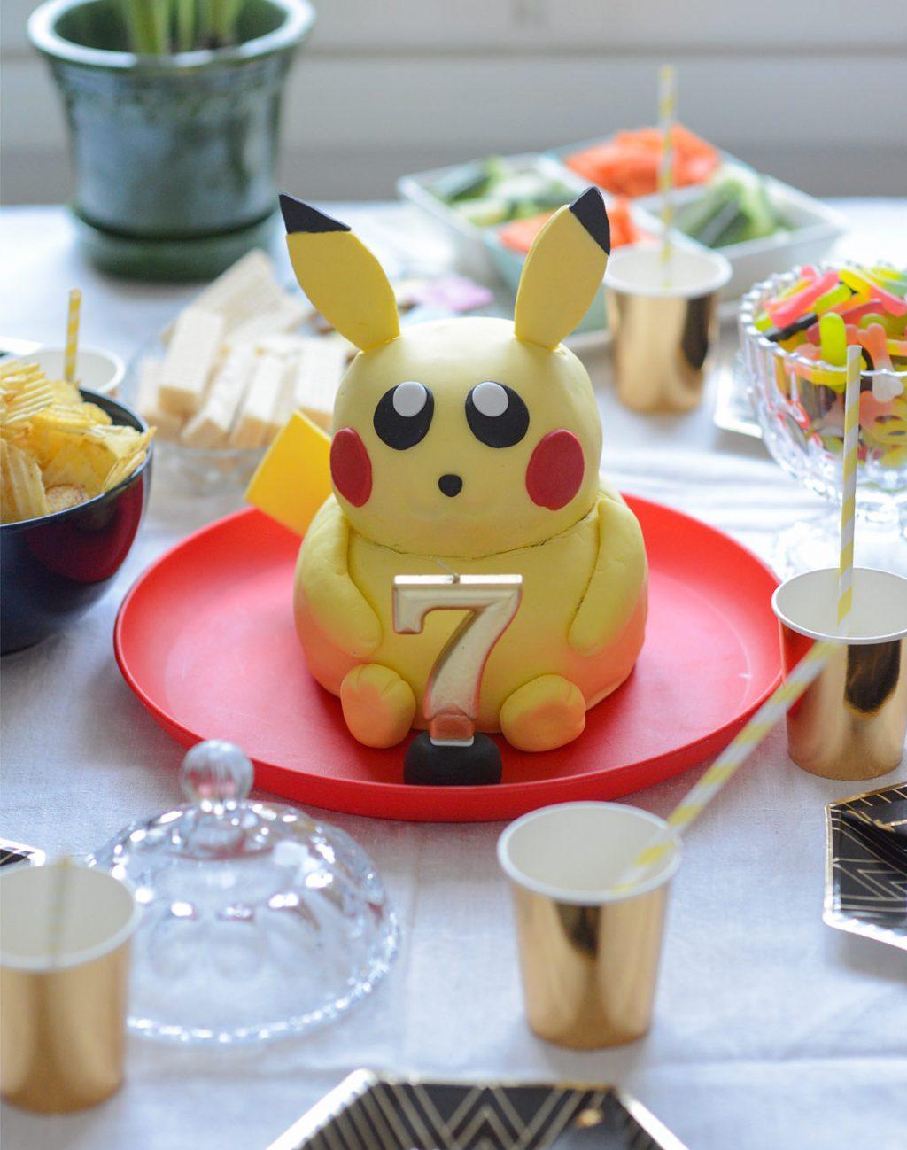 Pokemon-teemasynttärit Pikachu-kakulla