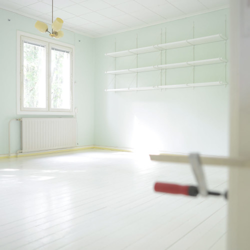 How to paint wooden floors